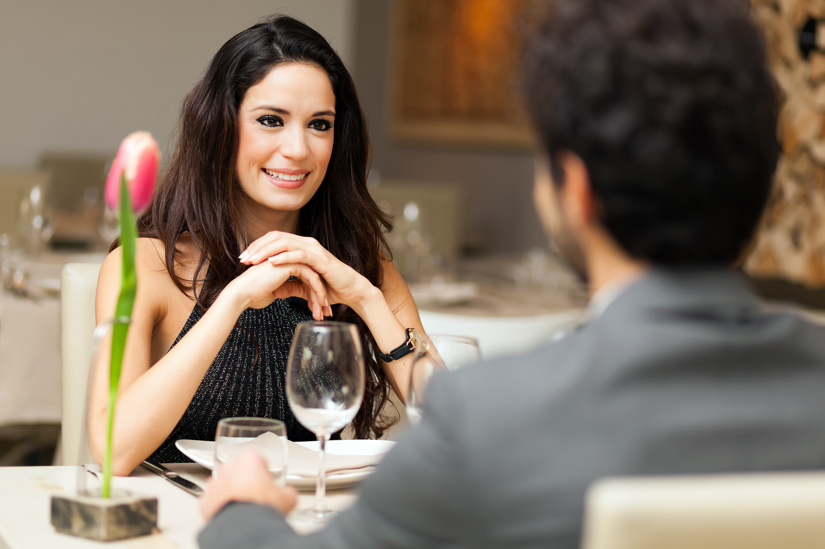 Couple Having A Date In A Luxury Restaurant Hola Mujer